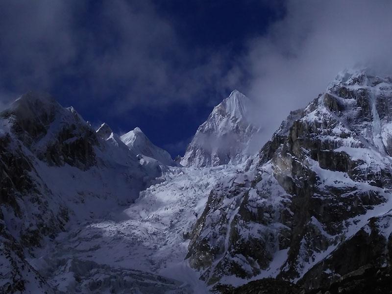 tilicho-lake-annapurna-massif